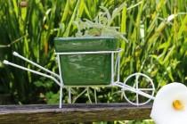 Carrinho de Mão com Vaso de Cerâmica Verde